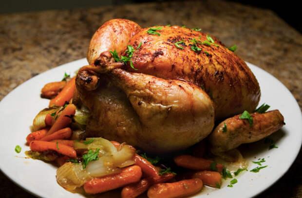 Шедевр из целой курицы: всегда центральное место на столе