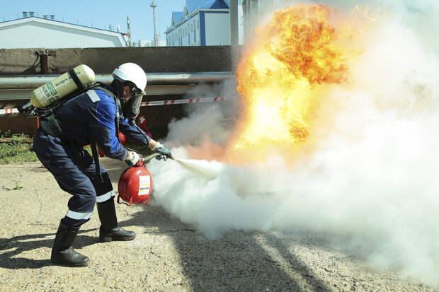 С противопожарными командами и расчётами Каспийской флотилии проводятся учения по борьбе с пожарами