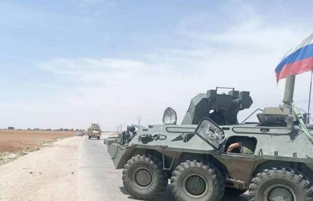 Патруль российской военной полиции блокировал и развернул колонну американских военных в Сирии