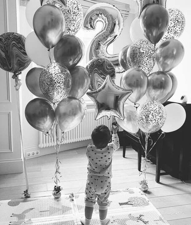 Александра Савельева поздравила сына с днем рождения и опубликовала его редкие фото