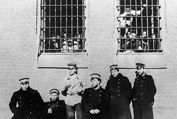 Преступные короли. Они командуют криминальным миром почти век. Их слово — закон для бандитов.