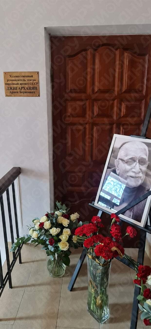 «Весь день играла на пианино»: почему Цымбалюк-Романовская не явилась на похороны Джигарханяна