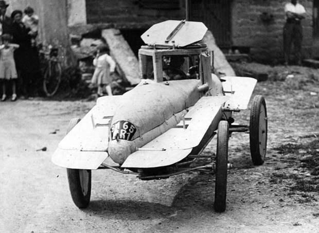 Автомобиль-подводная лодка, который может перемещаться как по суше так и под водой и оснащён двигателем 4 л.с. Есть так же и «плавники» с обеих сторон, 1937 год авто, мото, ретро