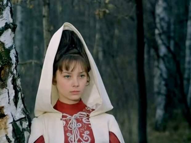 Советская и российская киноактриса, театральная актриса.