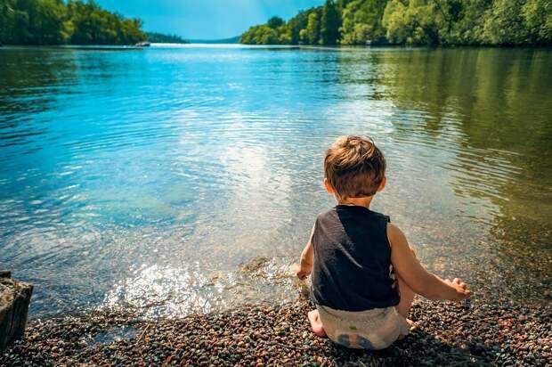 Медики рассказали, почему опасно купаться в непроверенных водоемах