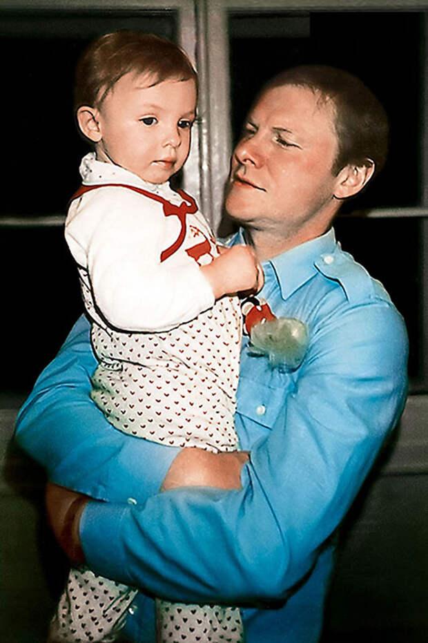 Виталий Соломин с дочкой Елизаветой. / Фото: www.7days.ru