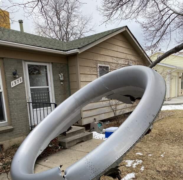 Обломки пассажирского «Боинга» упали на жилые районы Денвера