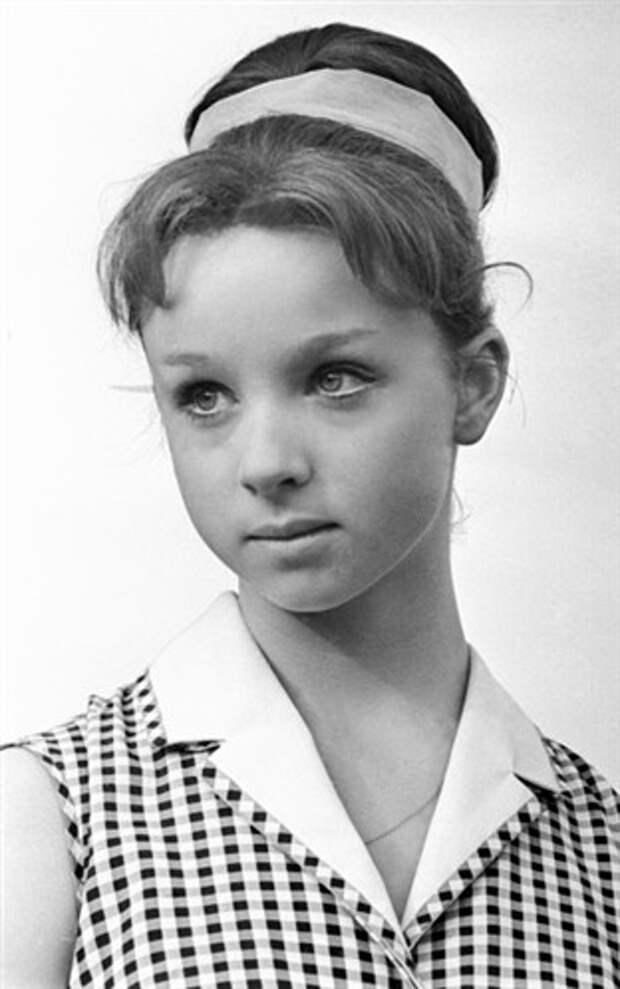 Как менялась сказочная девушка советского кино Наталья Седых с течением времени.