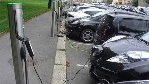В Норвегии призывают отказываться от электромобилей… Их негде заряжать