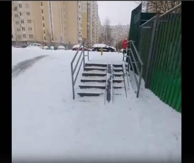 Ступеньки на Большой Марфинской почистили от снега