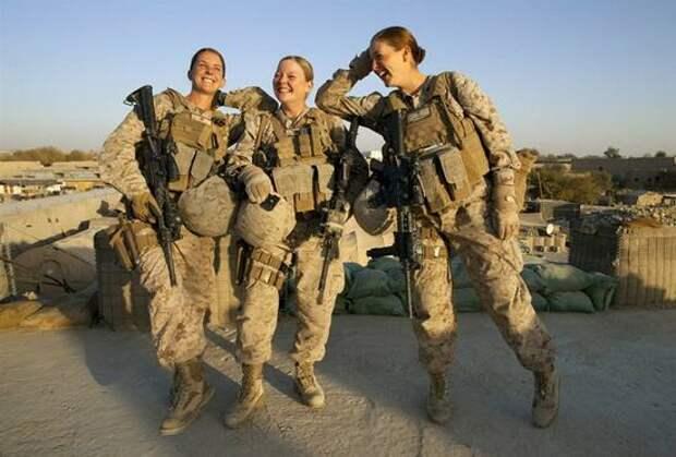 """В Корпусе морской пехоты США разразился """"голый"""" скандал"""