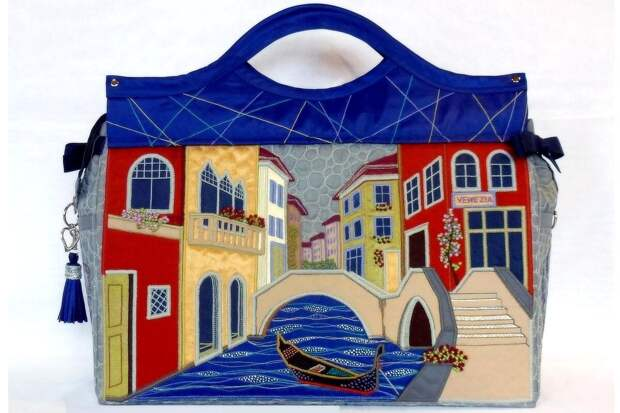 Посмотрите на работы мастера Эльвиры Арслановой. Она шьёт дивные сумки. С домами и городами