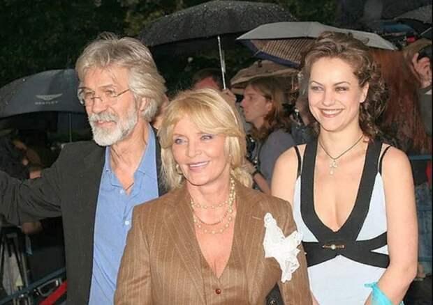Борис Хмельницкий и Марианна Вертинская с дочерью Дарьей. / Фото: www.yandex.net