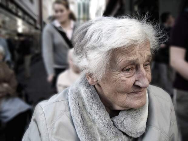 Сегодня в магазине обратил внимание на бабушку… жизнь, истории, пенсионеры, старость