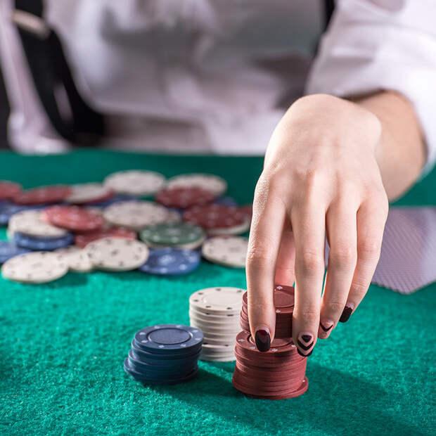 В казино зашла дама с кучей фишек. Дальше началась крутая игра!