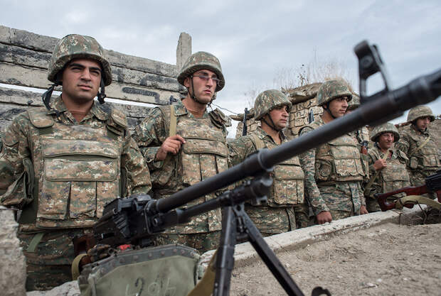 Макрон, Путин и Трамп выступили с призывом прекратить боевые действия в Карабахе