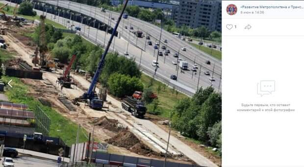 В грунте котлована будущей станции «Физтех» ведут обустройство стены