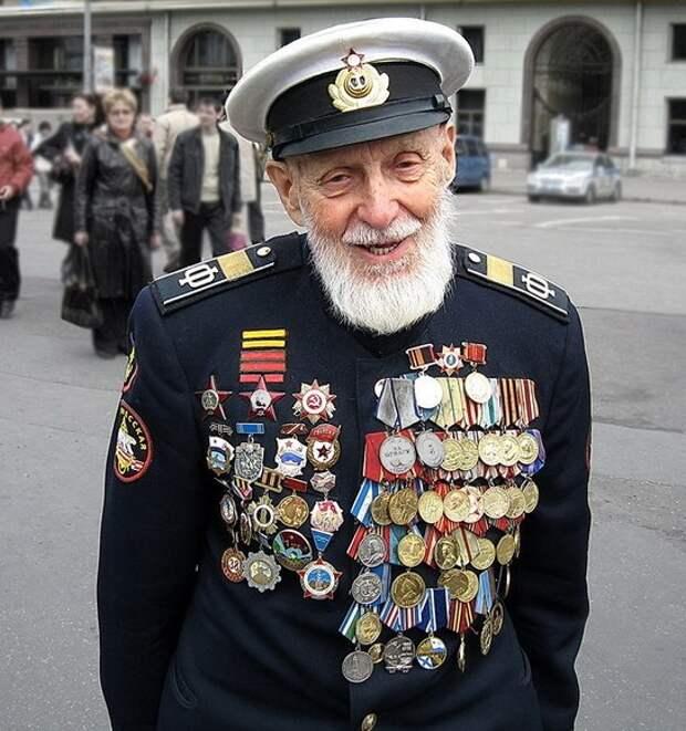 Ряженные ветераны: откуда берутся самозваные орденоносцы?