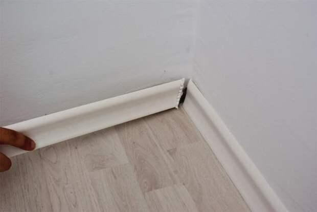 Как прикрутить плинтусы к стенам и полу без зазоров