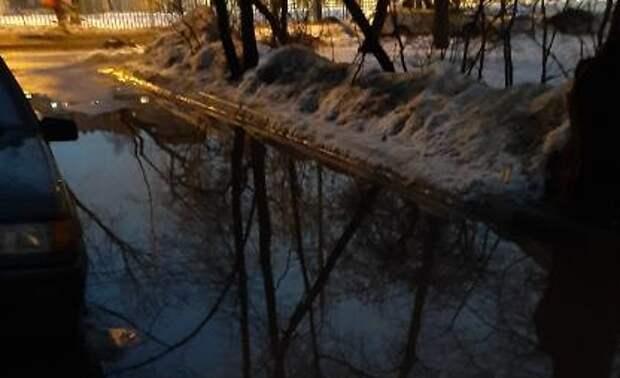 Потоп в канализации устранили во дворе Чукотского проезда