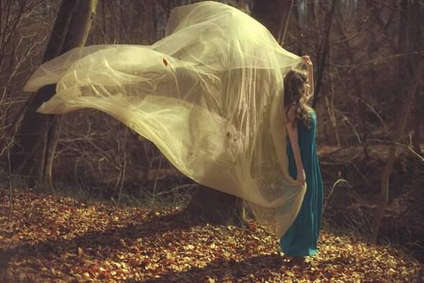 Божок любви под деревом прилёг