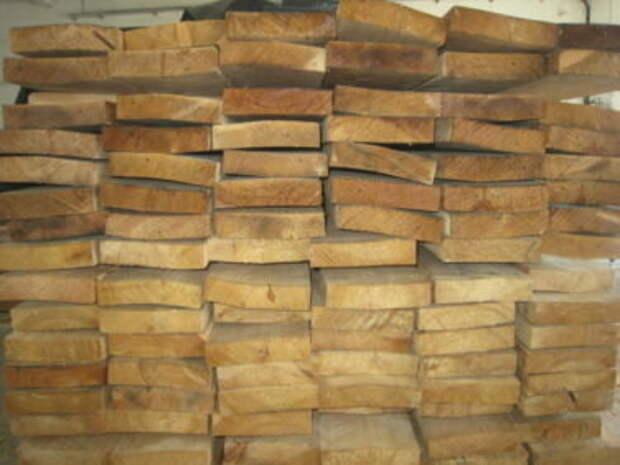 Из чего строить каркас — сухая доска или доска естественной влажности?