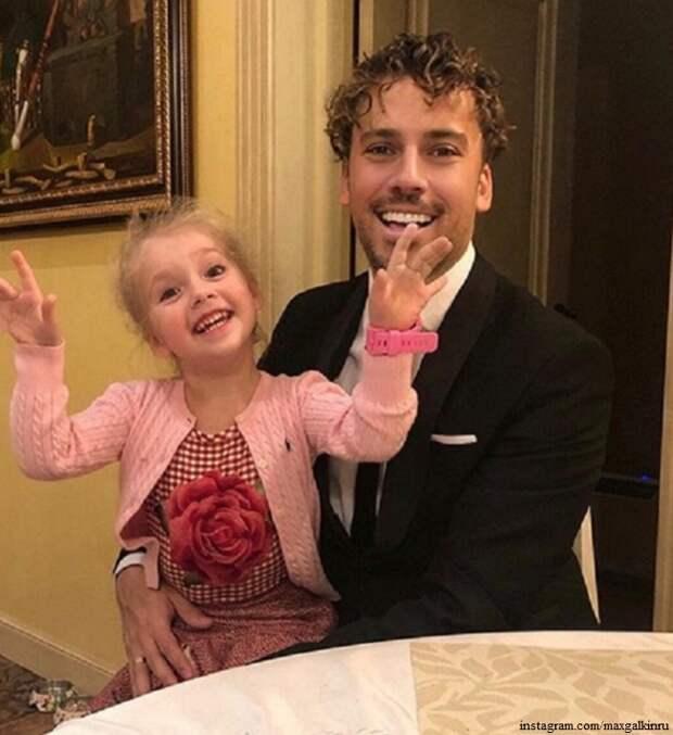 Максим Галкин с дочкой показали свой расцветающий сад