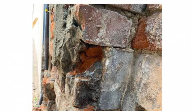 Реставраторы обнаружили исторические кованные петли в усадьбе в Гороховском переулке