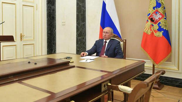 Путин призвал наращивать повторное использование пластика в России