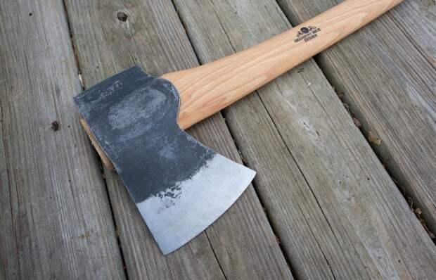 Мастер показал, как превратить старый топор в инструмент лучше новенького