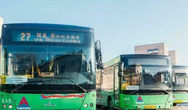 Водители загородных автобусов возят тюменцев с закрытыми форточками из-за экономии