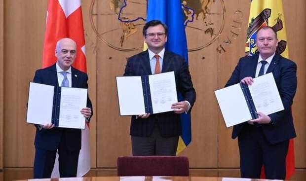 Украина, Молдавия и Грузия объединяются в  Несоветский союз для противодейств...