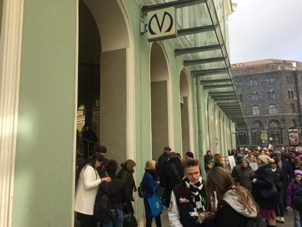 Перед парадом Победы в Петербурге закрыли метро «Адмиралтейская»