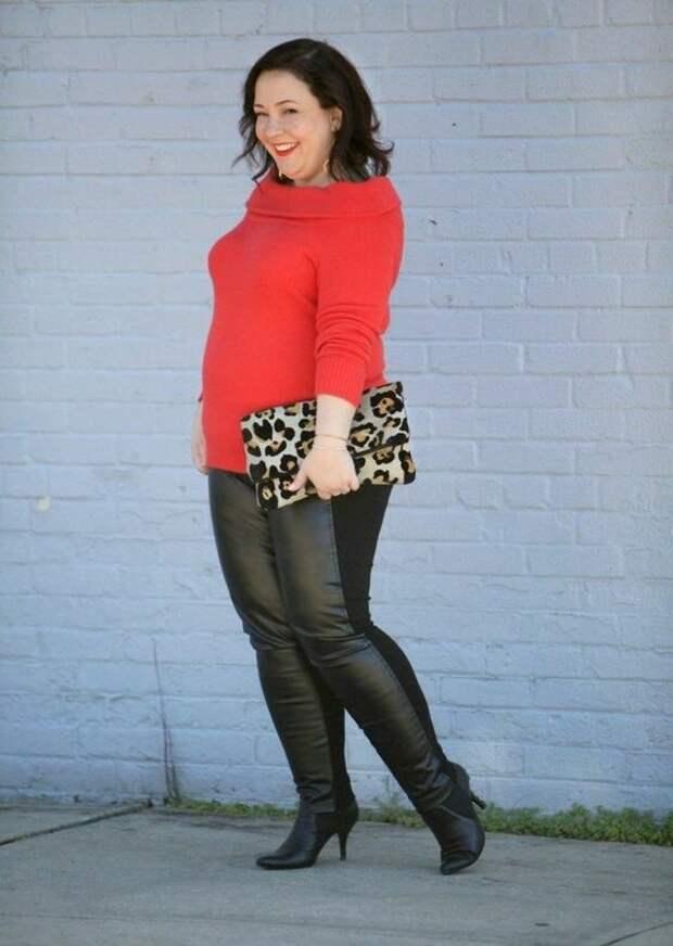 Женщина в кожаных леггинсах с трикотажными вставками. /Фото: i.pinimg.com