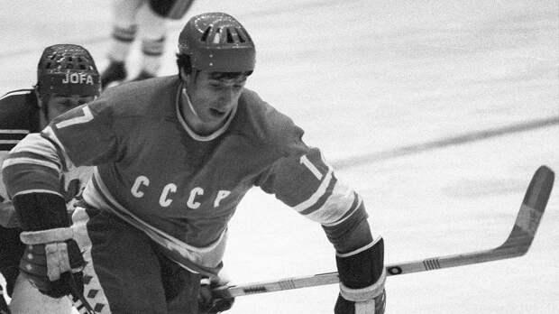 Великолепный гол советского хоккеиста Харламова. Он перевернул матч с Канадой на ЧМ, красиво забив под перекладину
