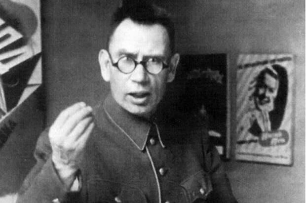 Почему генерал Власов не смог объединить всех русских предателей
