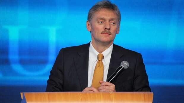 Конфликт с Чехией, Навальный и покушение на Лукашенко: о чем говорил Песков с журналистами
