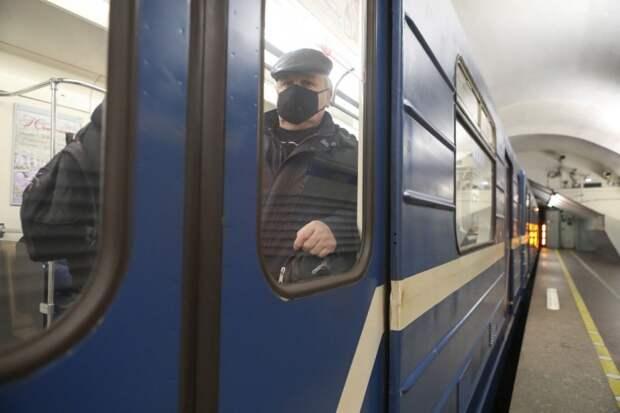 В метро больше народу в масках
