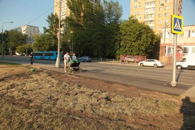 Провал тротуара в районе Печатники уже заделали