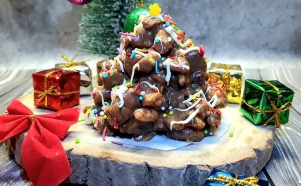 Фото к рецепту: Торт муравейник с шоколадным кремом и арахисом
