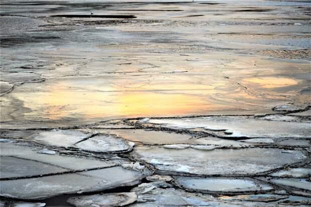 Двое ижевских рыбаков провалились под лед в Татарстане: один из мужчин погиб