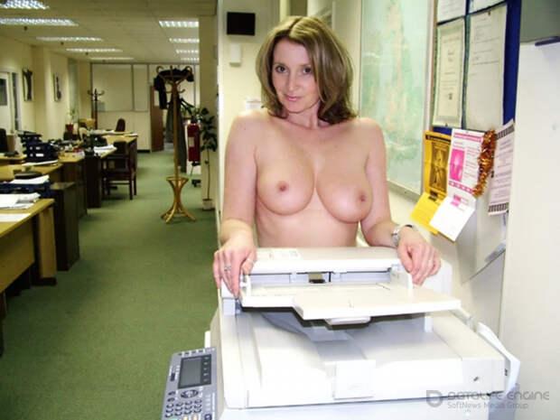 Голые женщины на работе