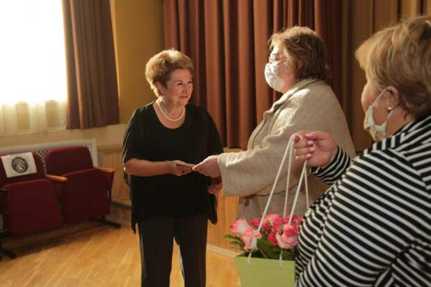 В Ховрино поздравили учителей, воспитавших выпускников-стобалльников