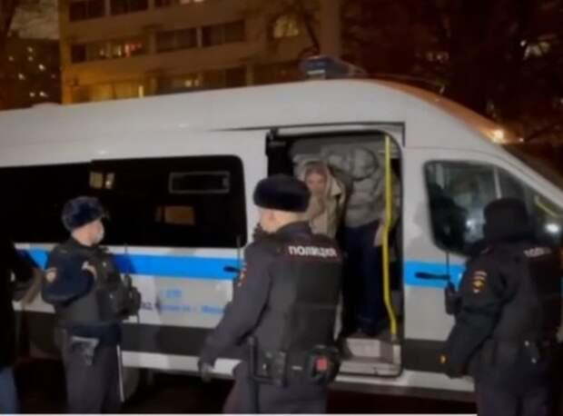 """Соболь снова задержали, попал на 48 часов и брат Навального - оба нарушили """"санитарные нормы"""""""