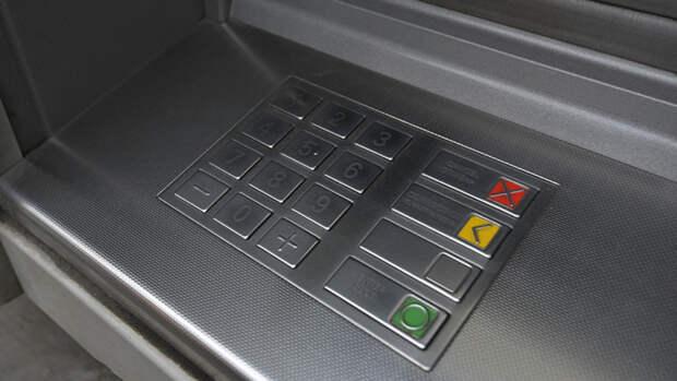 Россиянам рассказали о новом способе кражи при снятии денег в банкоматах