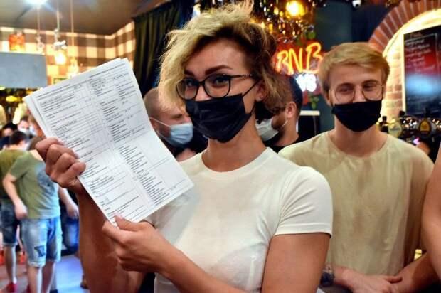 На избирательных участках в Крыму действуют 245 пунктов вакцинации против COVID-19