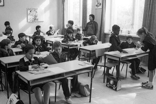 «Эти знания наполняли голову, как чердак». Историк подверг сомнению высокий уровень образования в СССР