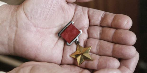 Кто в СССР четырежды был удостоен звания Героя Советского Союза?