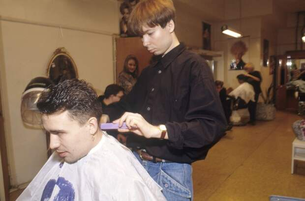 Какими были наши звезды в лихие 90-ые? 23 фото, где их и не узнать!
