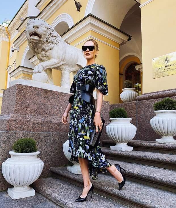 Как стильно носить платье летом женщинам после 40-50 лет: 20+ вдохновляющих идей